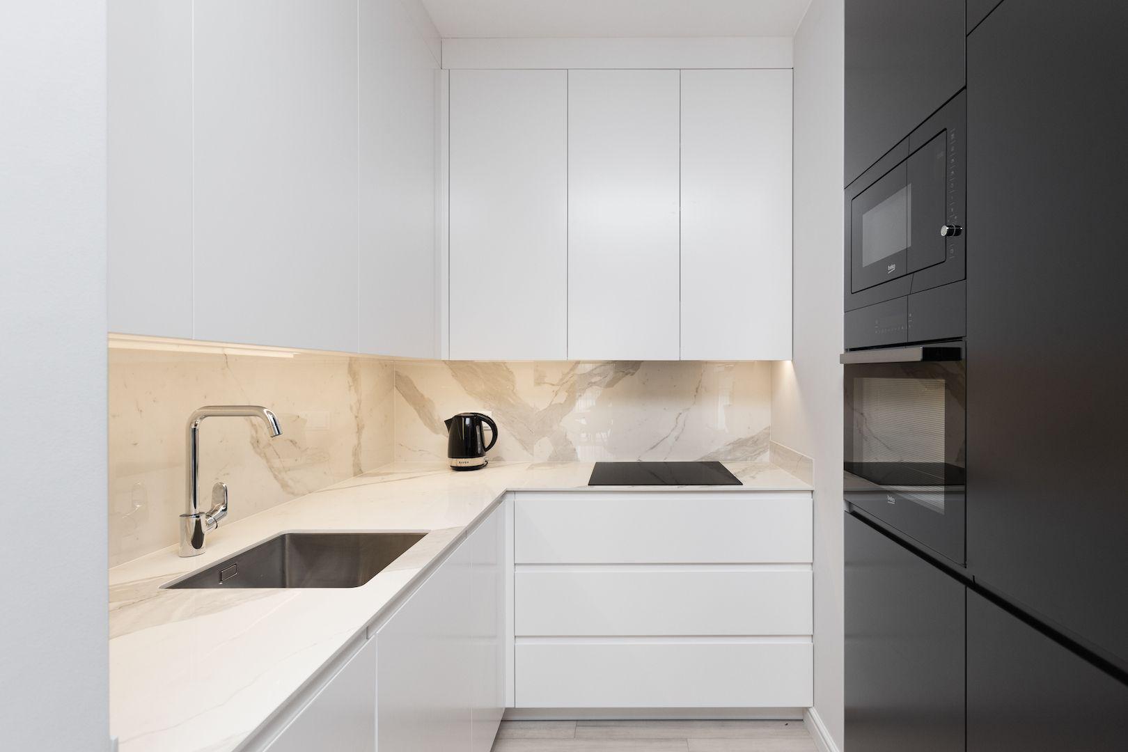 Modern Kitchen Laminam Marazzi Tiles Dmowska Design Architekt Wnetrz Warszawa Siedlce Nowy Dwor Mazowiecki Legionowo Nie Kitchen Home Decor Decor