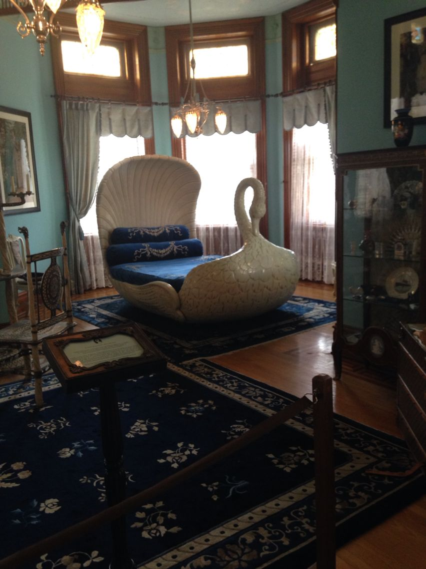 Swan bed in the mansion at maymont park