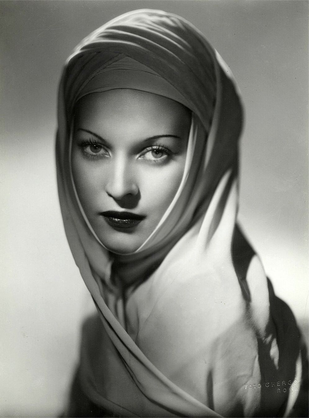 Italian actress Mariella Lotti, photo by Arturo Ghergo