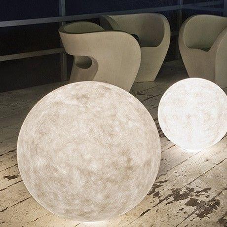 Outdoor Luna Lamp By In Es. Artdesign | MONOQI #bestofdesign To Go