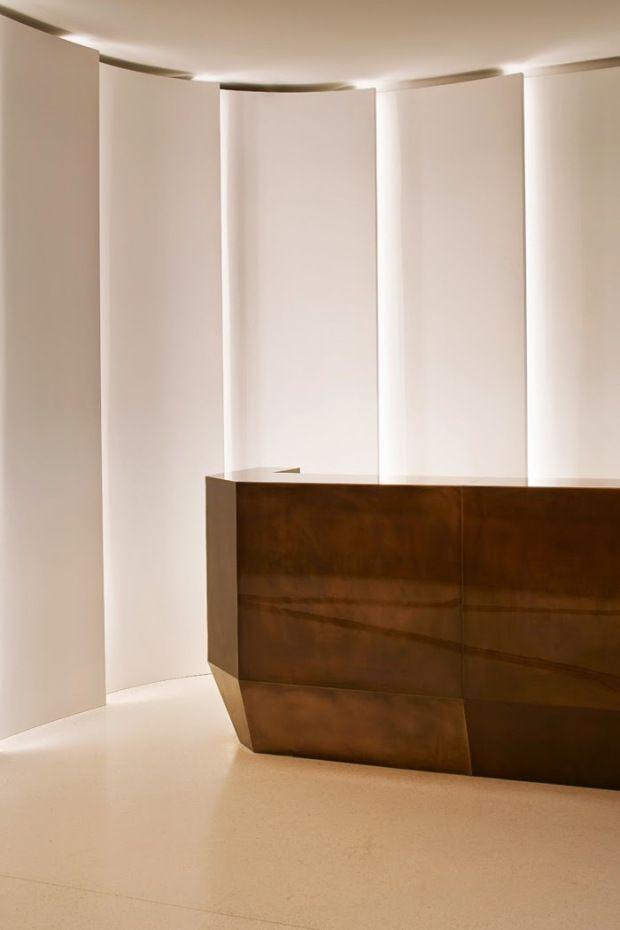 Interior Design Addict The Reception Desk Recepcao Com Sua Luz Natural Na Lateral Melhor Que Artificial Interio Office Interior Design Lobby Design Design