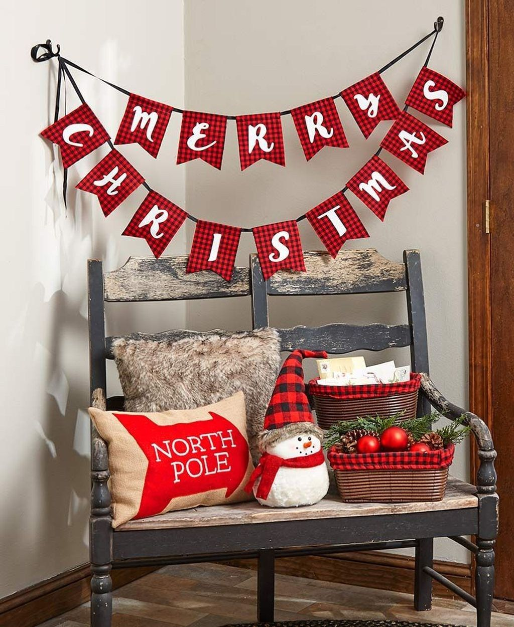 44 Stunning Christmas Decor Ideas With Farmhouse Style For Living Room images