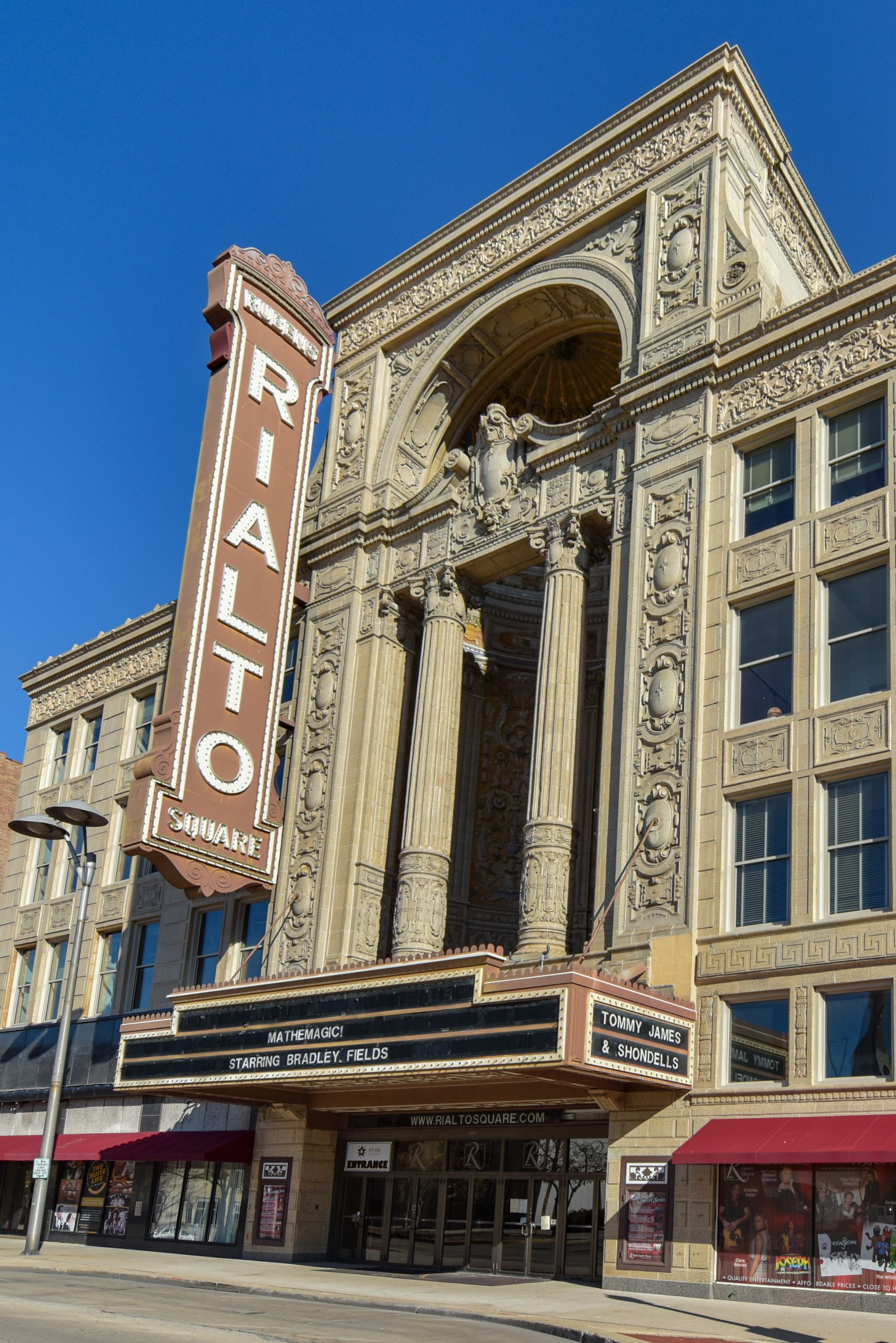 Rialto Theatre Joliet Like Us To Start Each Day With A Photo Call