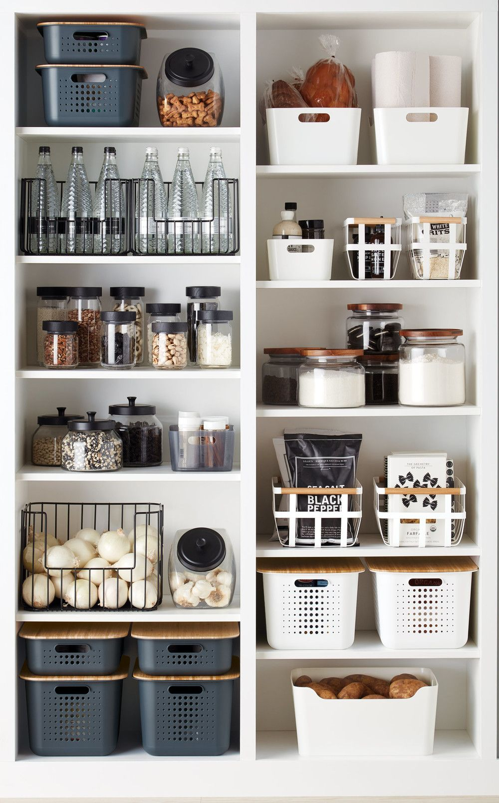 Trend Report: Black & White Kitchens #pantryorganizationideas