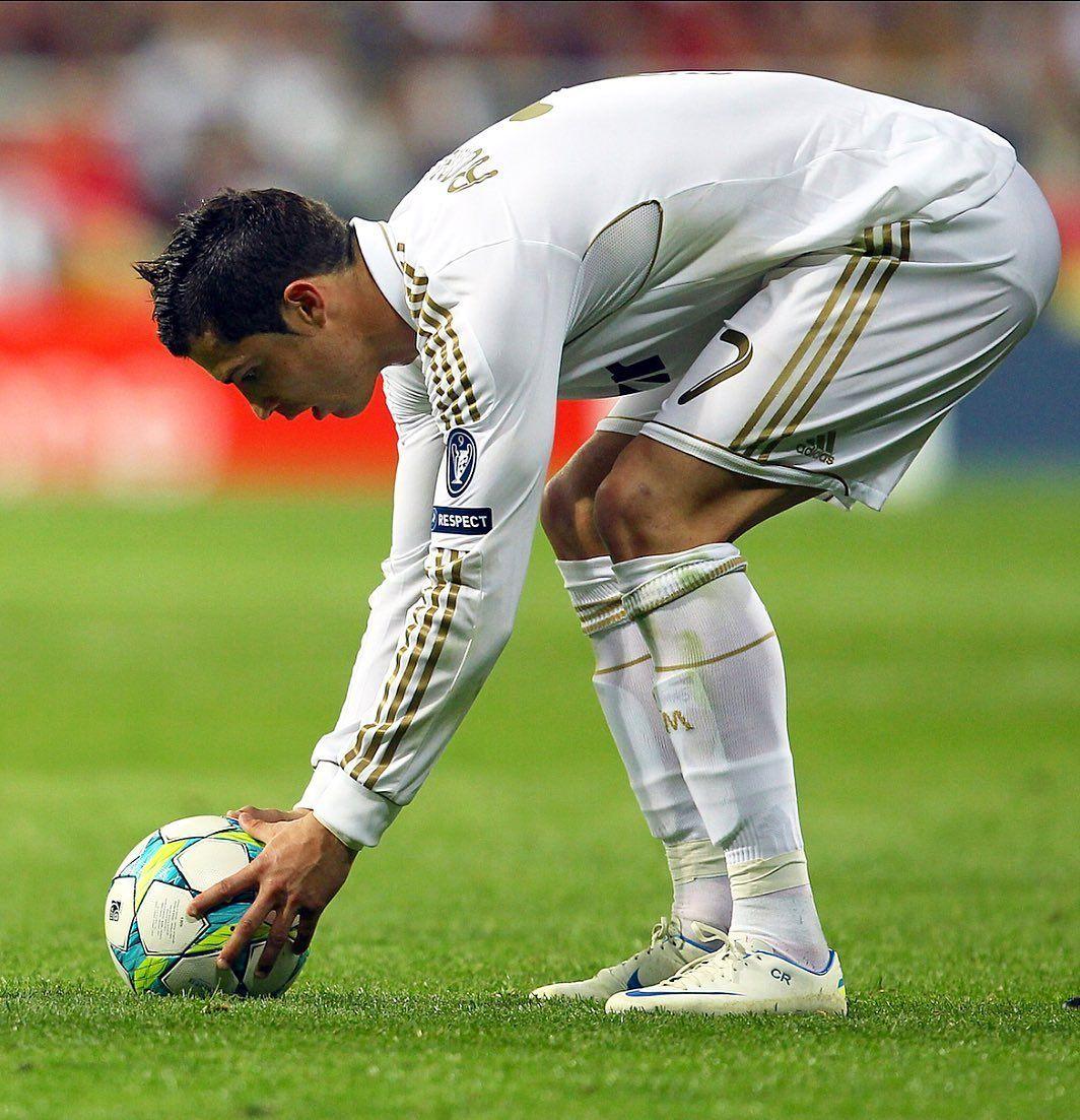 2 350 Likes 8 Comments 𝐅𝐨𝐨𝐭𝐛𝐚𝐥𝐥 𝐒𝐨𝐜𝐜𝐞𝐫 𝐅𝐮𝐭𝐛𝐨𝐥 Craquesd0futbol On I In 2020 Cristiano Ronaldo Cristiano Ronaldo Images Real Madrid Players