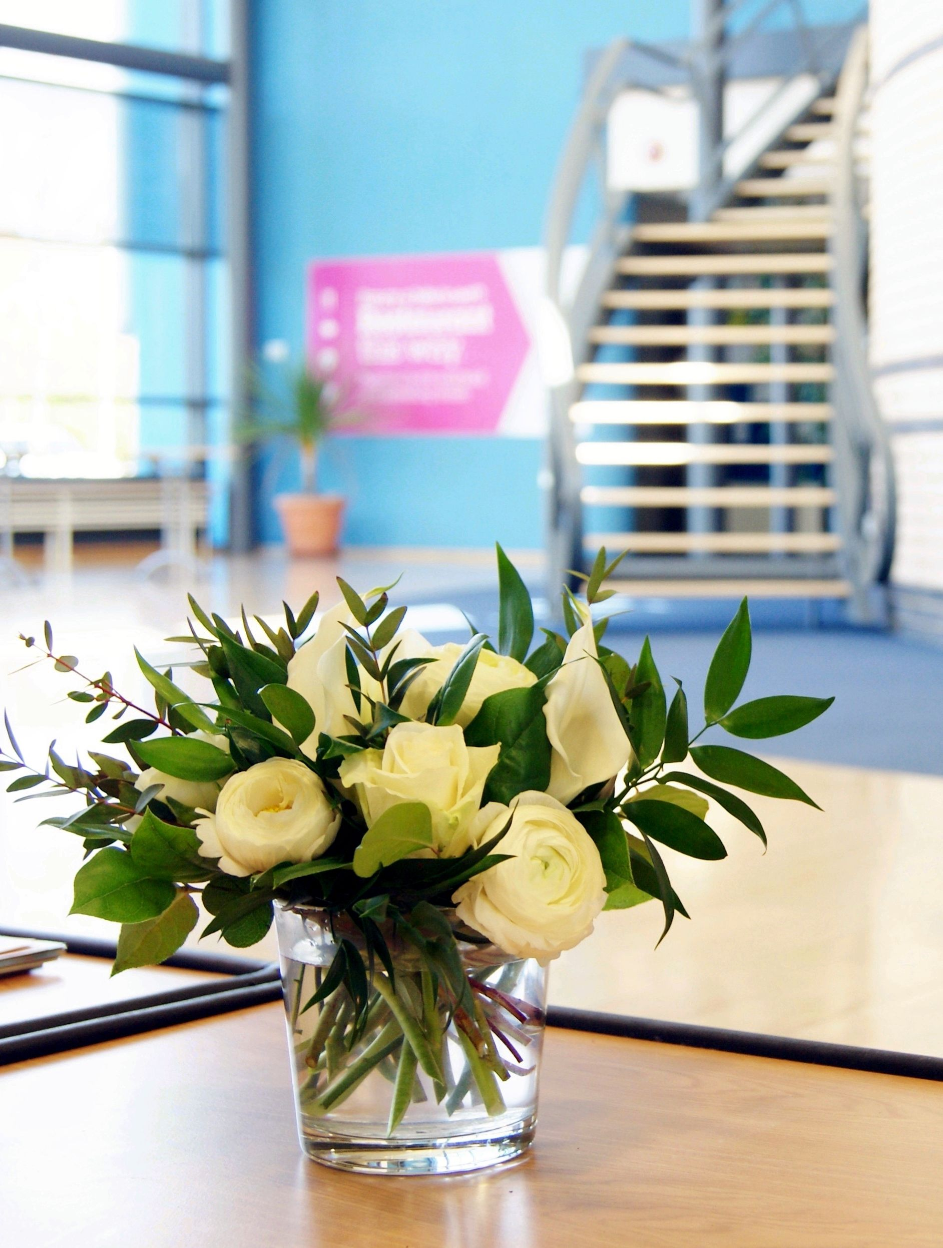 Naturalistic coffee table flowers for a business conference centre