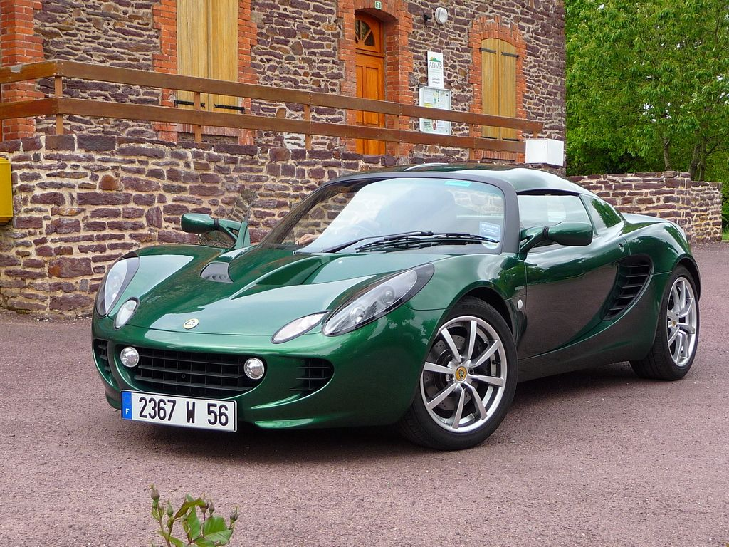 Lotus elise in british racing green i know i probably will never drive one but i d settle for a good car in that color
