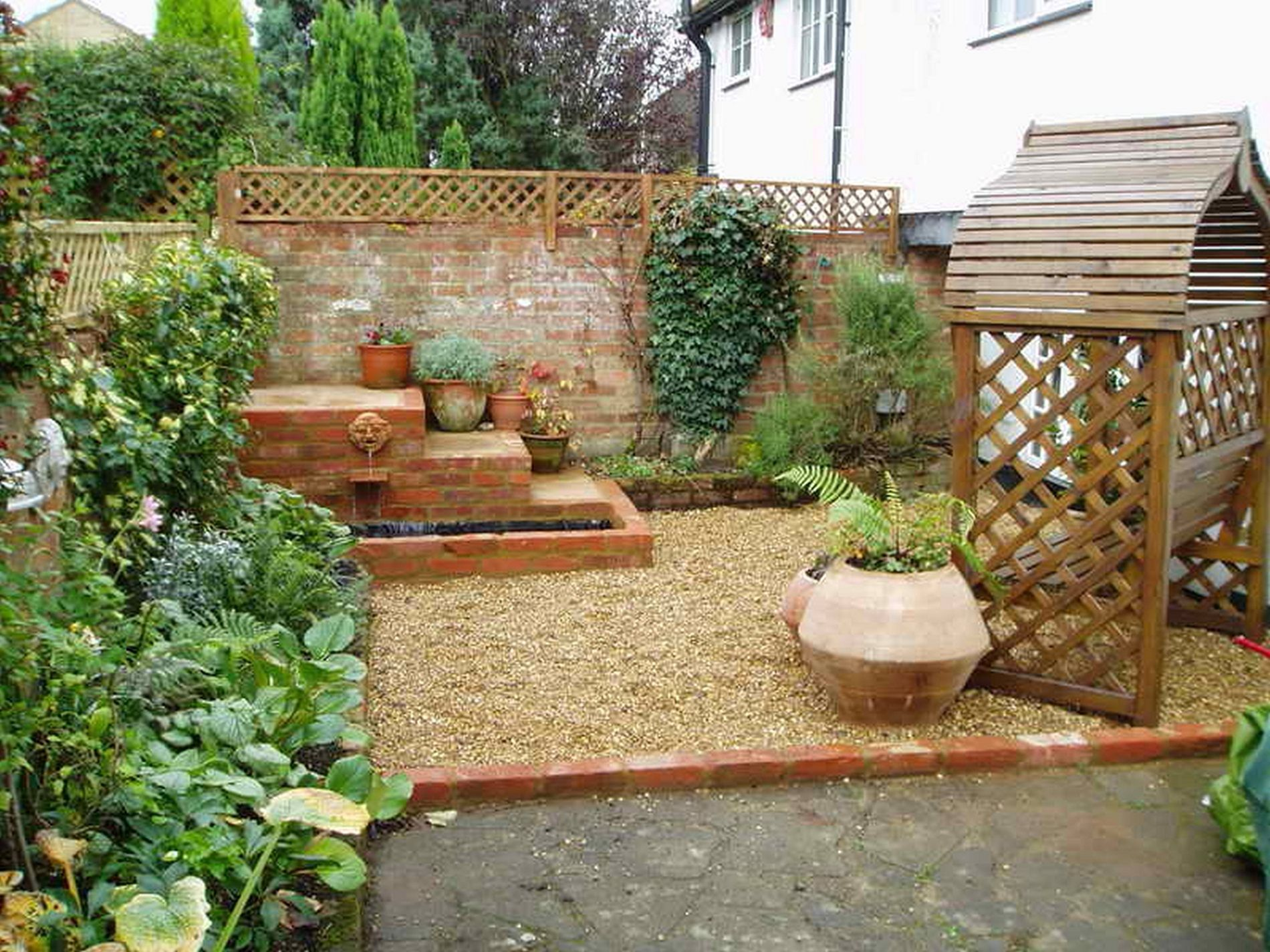 10 Low Cost Garden Ideas Stylish As Well As Stunning Small Backyard Gardens Large Backyard Landscaping Small Backyard