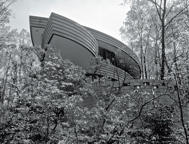 Pictured here is a house that famed architect Frank Lloyd Wright ...