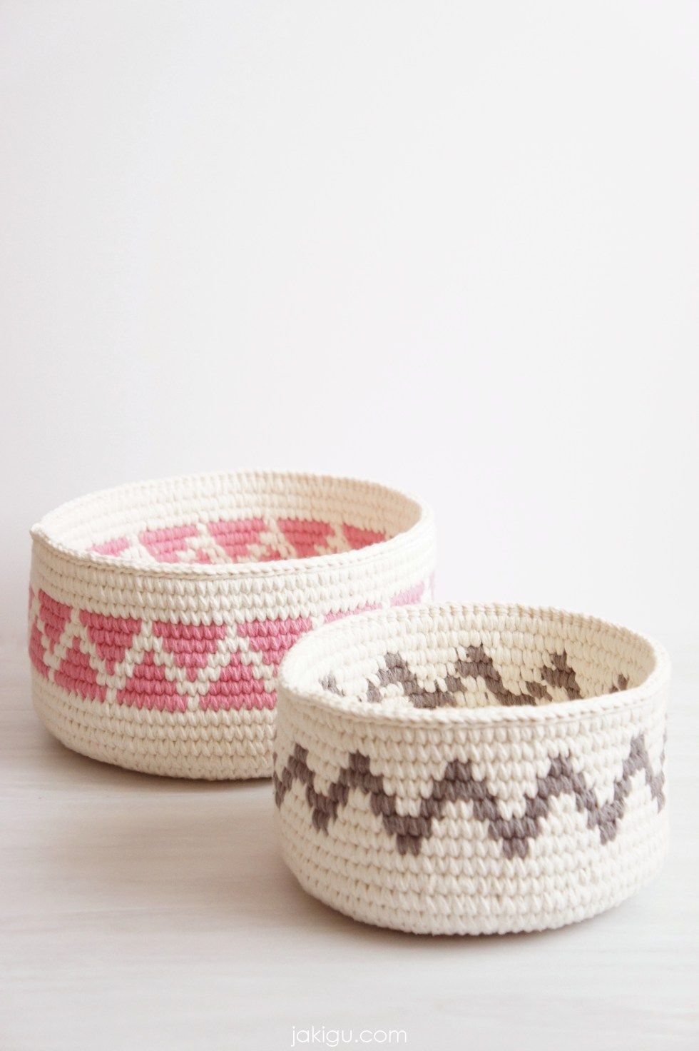 Geometric crochet baskets / Crochet triangles and chevron / Sturdy ...