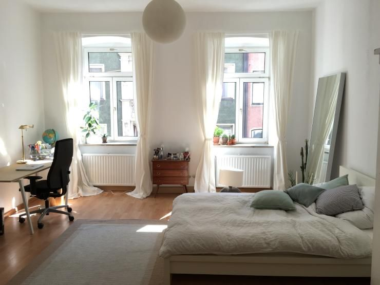 Schickes, helles Schlafzimmer #white #clean #bed #sleep Gemütliche