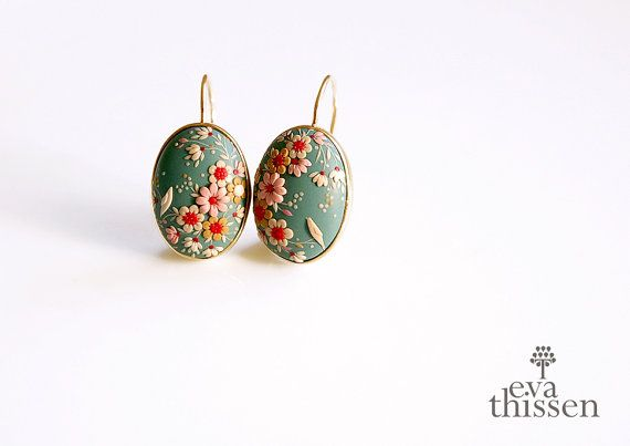 SAKURA. One of a kind handmade earrings on gold di EvaThissen