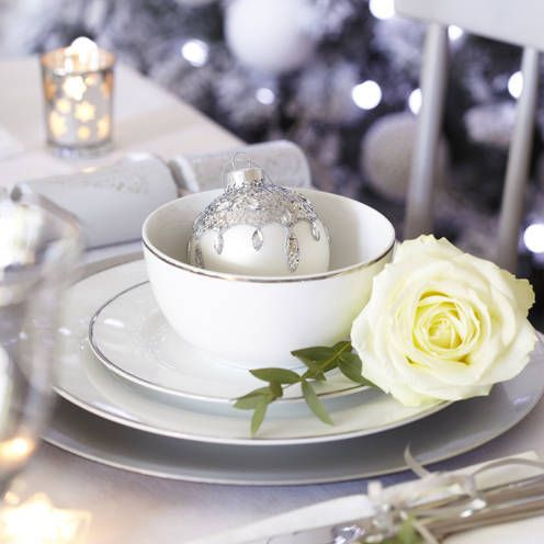 Christmas Table Decorations For Festive Dining Christmas Table Settings Christmas Table Decorations Table Setting Design