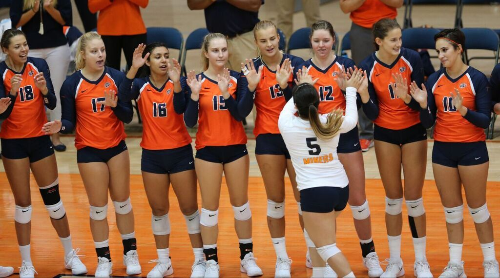 The Utep Volleyball Team 2 3 Splits Friday S Billing With Five Set Masterpiece Over Uic 3 1 And A Tightly Matched Four S Volleyball Team Volleyball Match