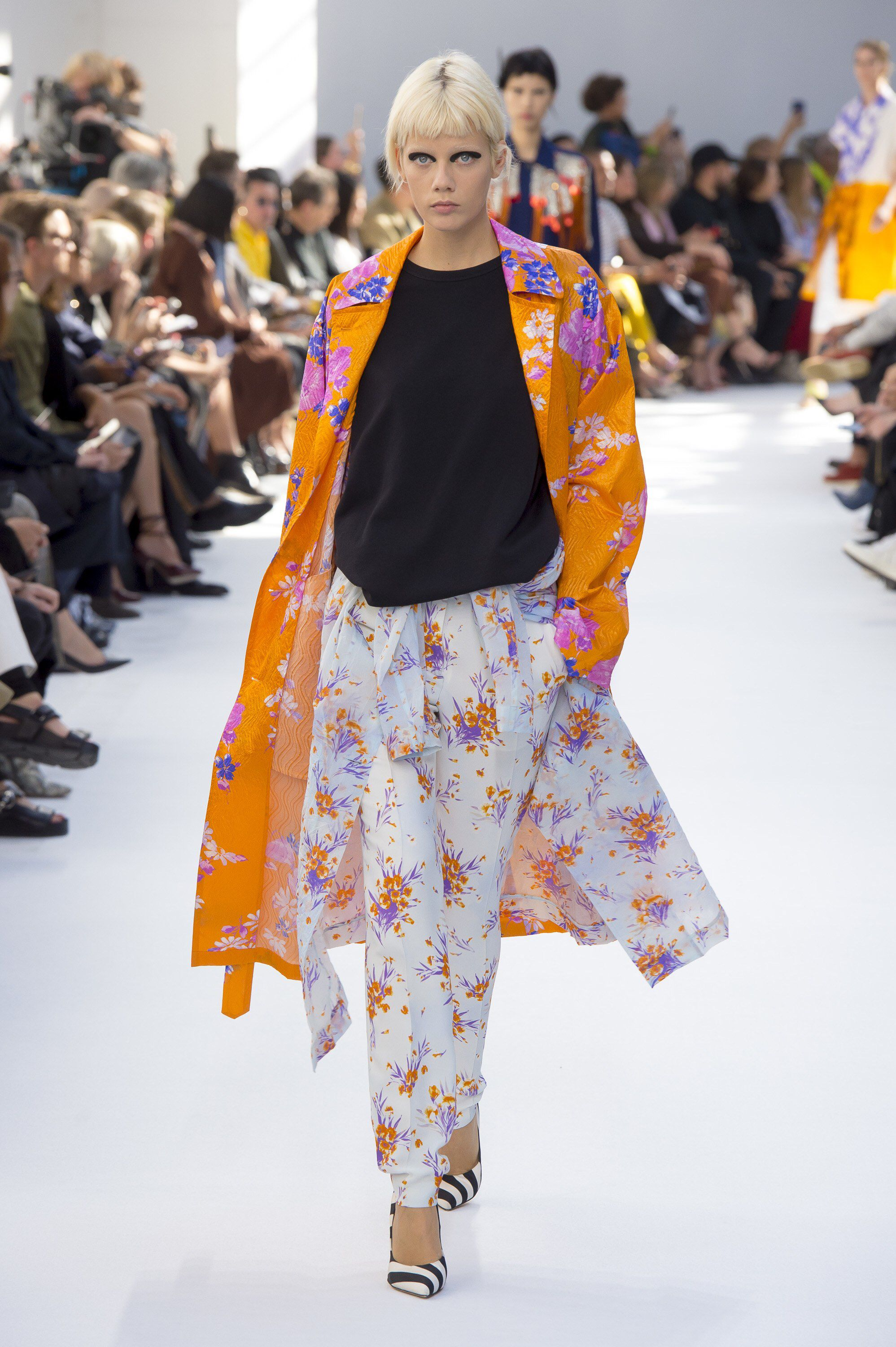 Dries Van Noten Spring 2019 Ready to Wear Fashion Show in