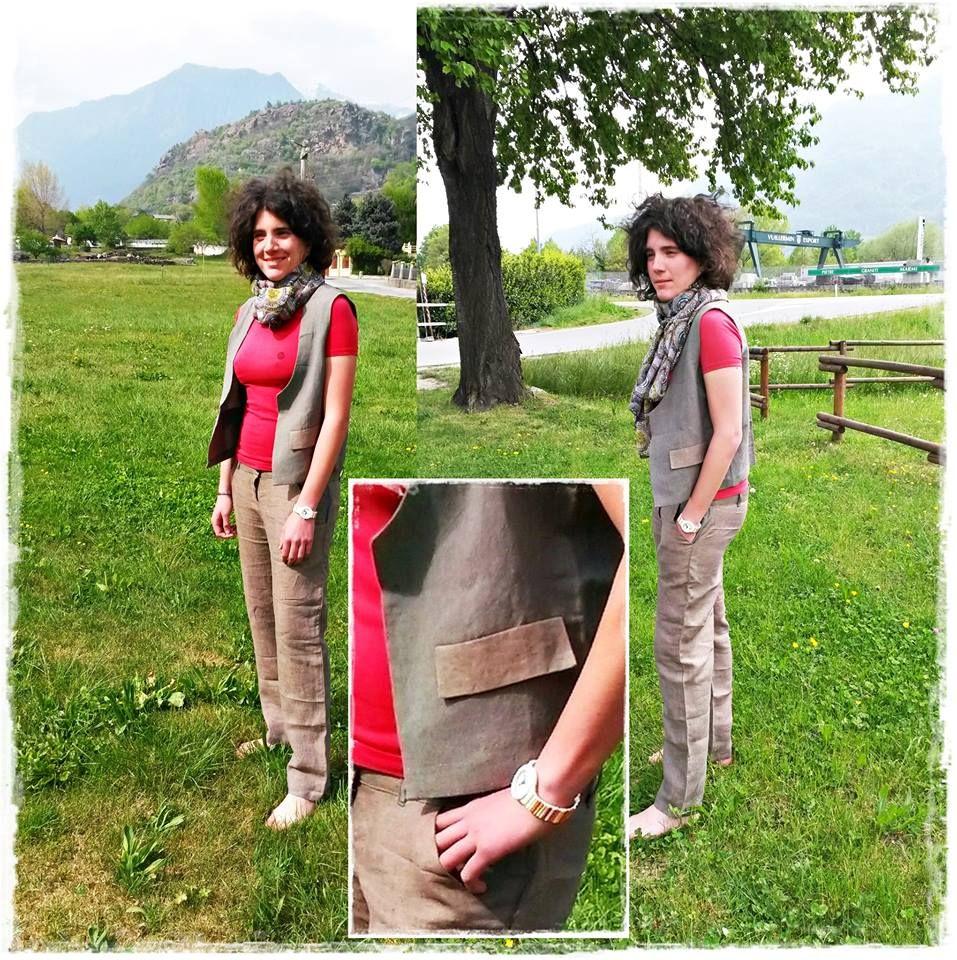 Completo Agnes: Gilet - Pantalone in lino con tasche davanti e tasca sul retro. In abbinamento: foulard fantasia Medaglioni