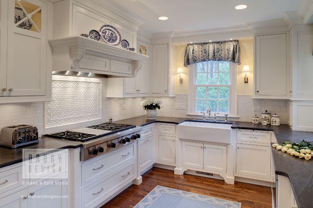 Award-Winning Hinsdale Kitchen Design & Remodel Drury Design 512 N. Main Street Glen Ellyn, IL www.drurydesigns.com