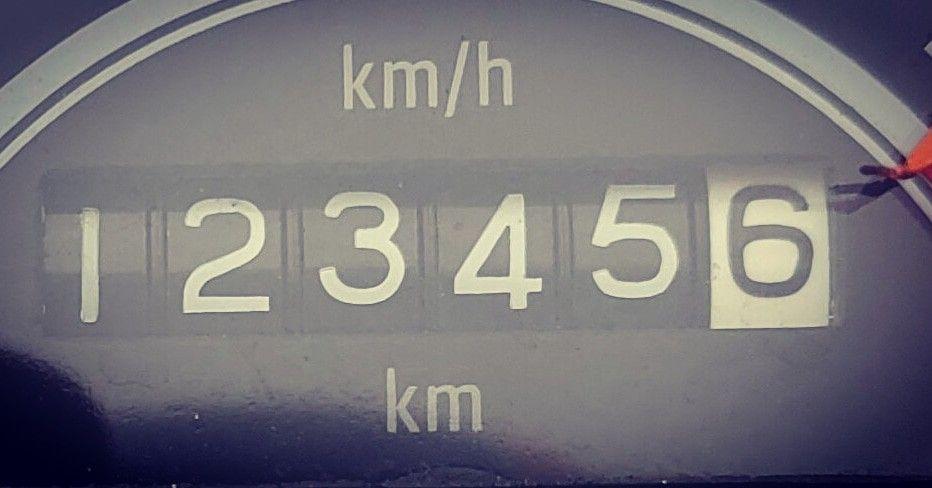 Esse só irá se repetir daqui a 100000 km ! ••• #royalenfieldbullet500 #royalenfieldbrasil #royalenfieldpelobrasil #royalenfieldpelomundo #brasilianroyalenfields #royalriderssp #beclassic #motopurismo #classica #royalridersbrasil #madelikeagun #madetobuybread #pitacosdovovô #acimados60 #brincandocomnumeros