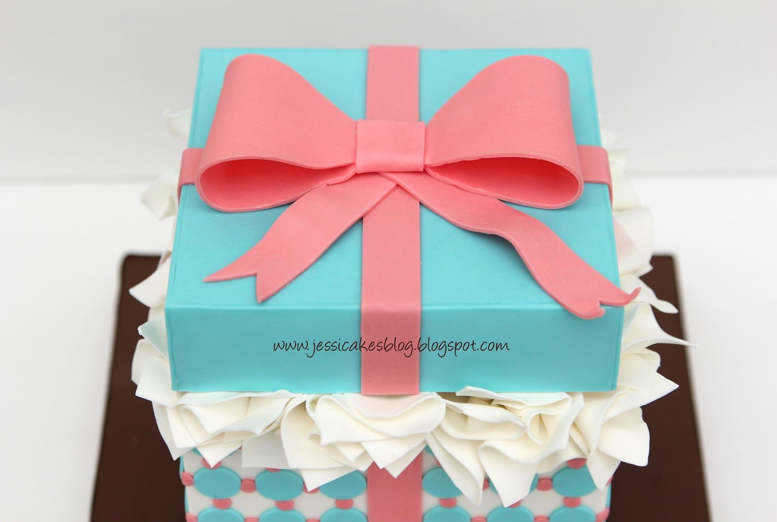Jessicakes: Gift Box Cake Tutorial