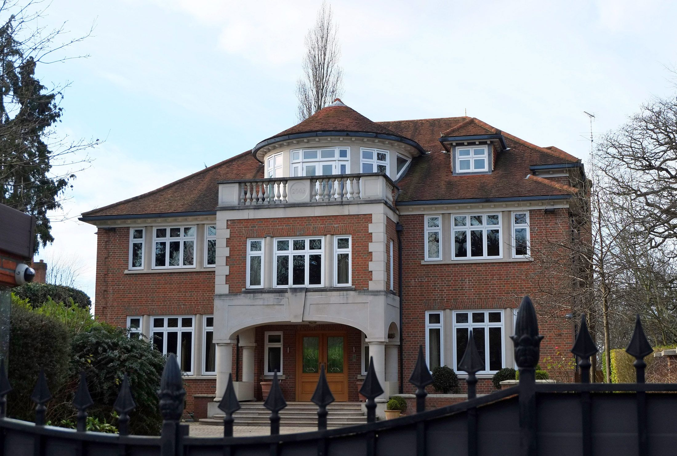 How billionaires in london use secret luxury homes to hide for Luxury homes in london