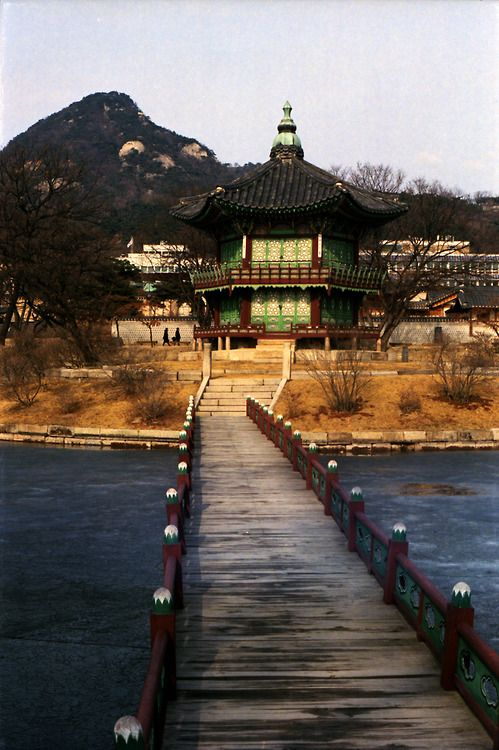#Gyeongbokgung, Seoul, South Korea.     -    one of the part of korea traditional palace 'Gyeongbokgung'. Even though I am a Korean, last year was the first time to visit there. So shame of me!