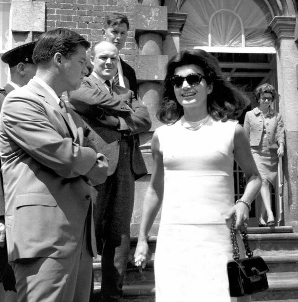 Jackie Kennedy, accompanied by her children, visits Ireland. 1967 Fulfilling a husband's wish | Irish Examiner