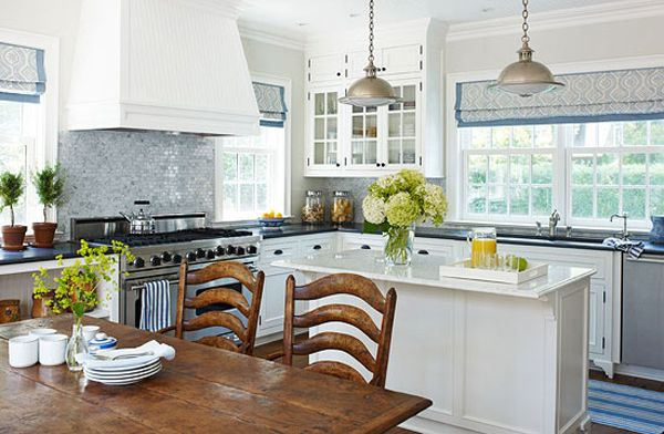 Love the clean, peacefulness of this kitchen