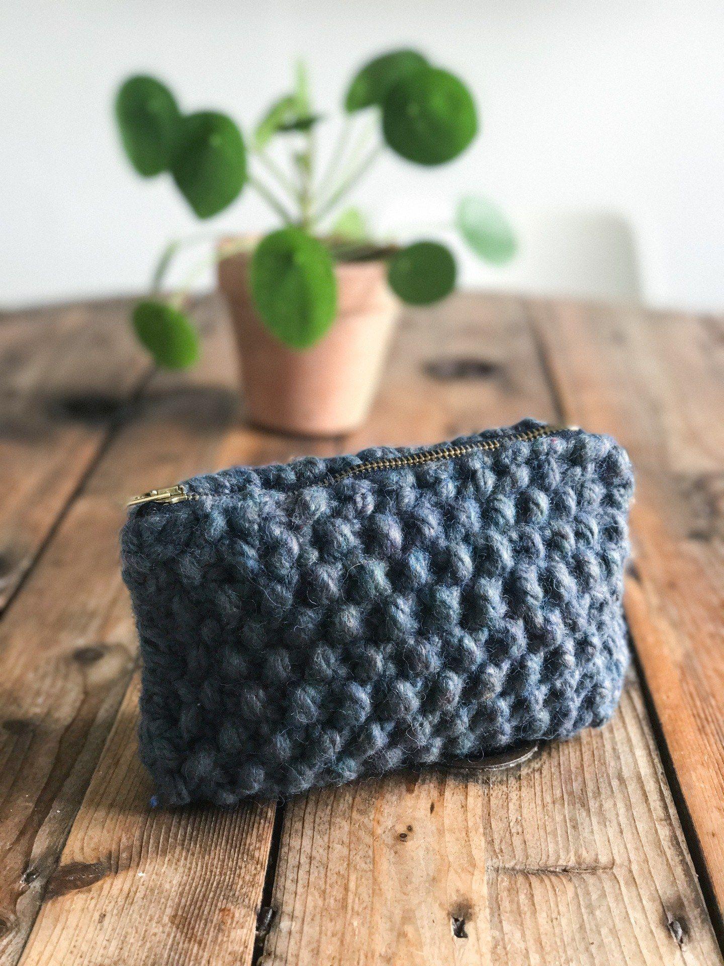 diy toilettaske strik | Strikket pung, Hækling og Strikmønstre