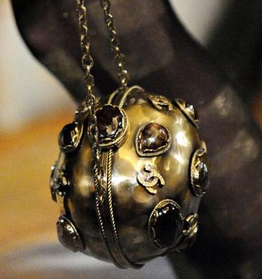 Laila Easum: Close up Chanel