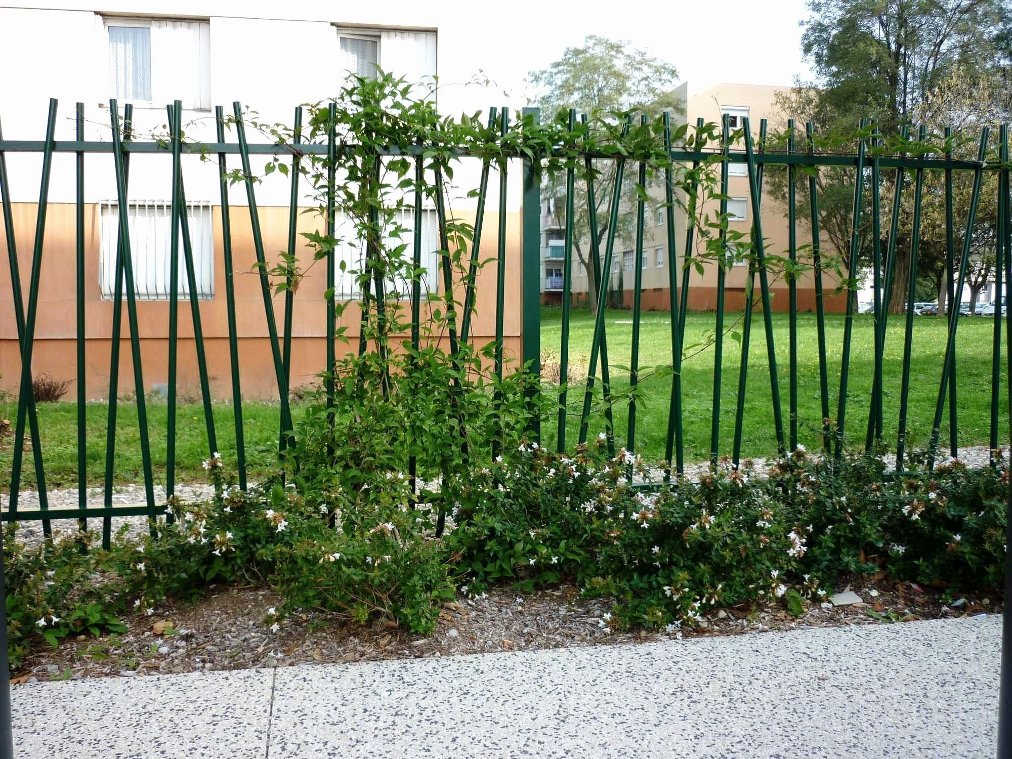 Toile Paillage Jardin Paillage Jardin Jardins En Bois Cloture Jardin