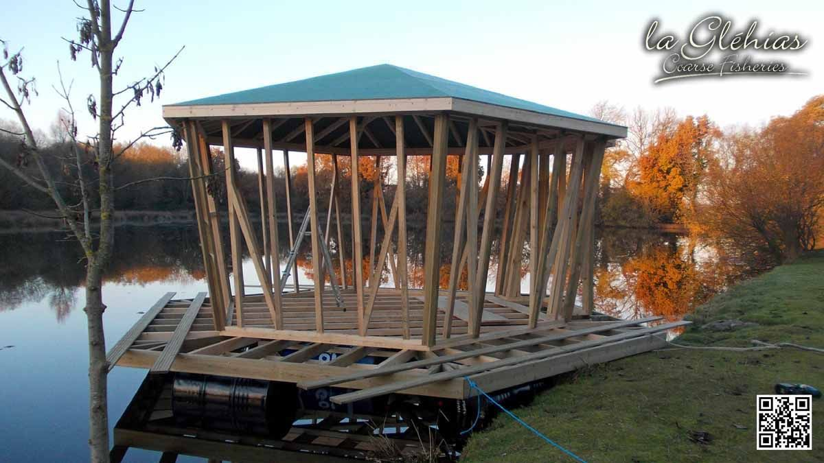 Floating cabin build... www.laglehias.com #glehias #laglehias #carp #fishing #angling #lake #frenchfishing #france #bigfish #catfish #coarsefish #coarsefishing #lakelauren #lakewilliam #floatingislandaccommodation #farmhouseaccommodation #sport