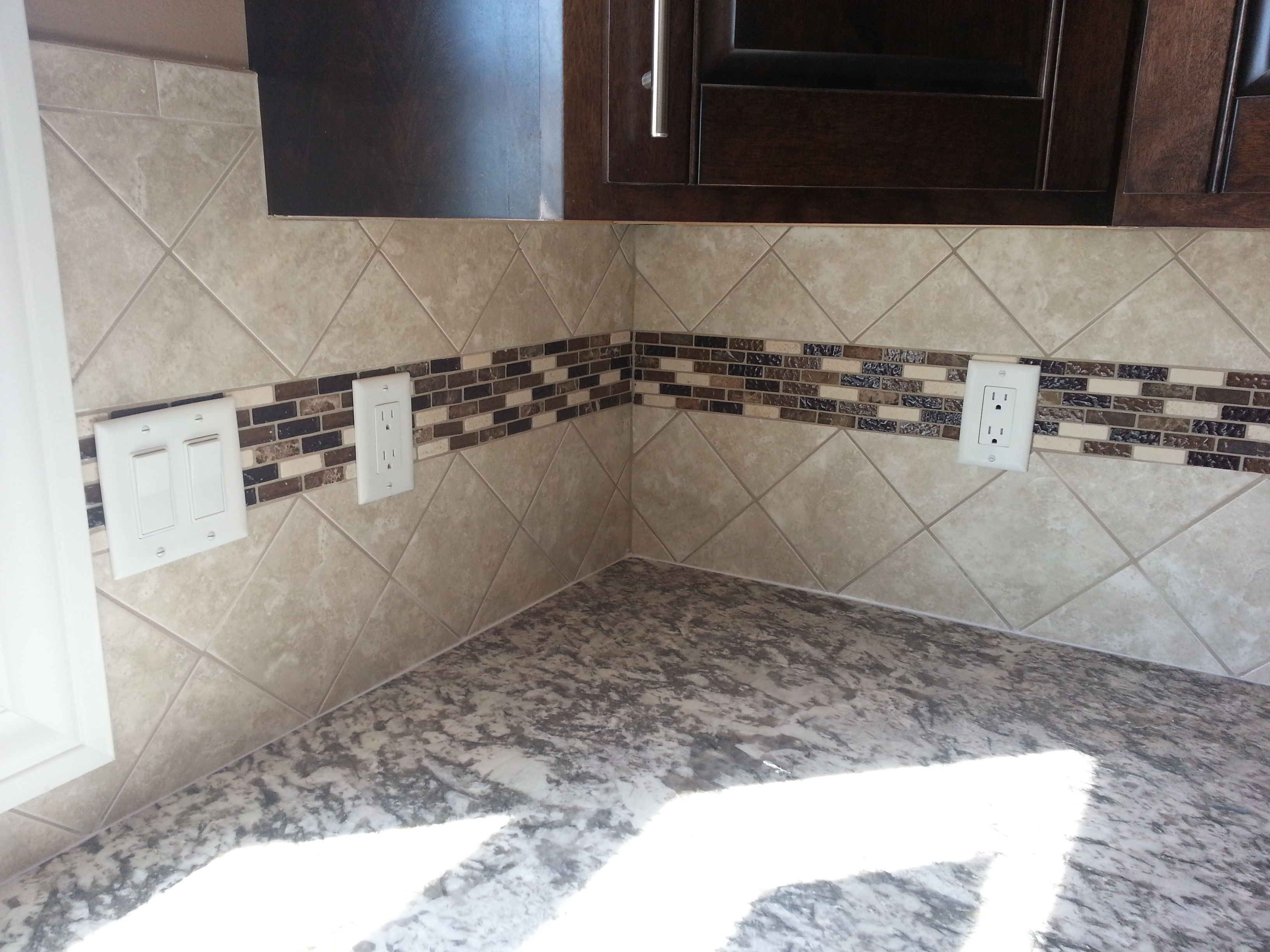 X Tile Backsplash Set At An Diagonal With An Accent Stripe Going - 4x4 white tile with gold specks