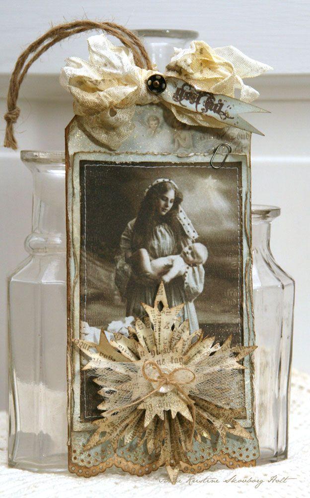 """De vakre vintage motivene  - fra Pion Design har endelig kommet til Bikuben.   Her har jeg brukt et motiv fra arket """"Christmas"""".     Mø..."""