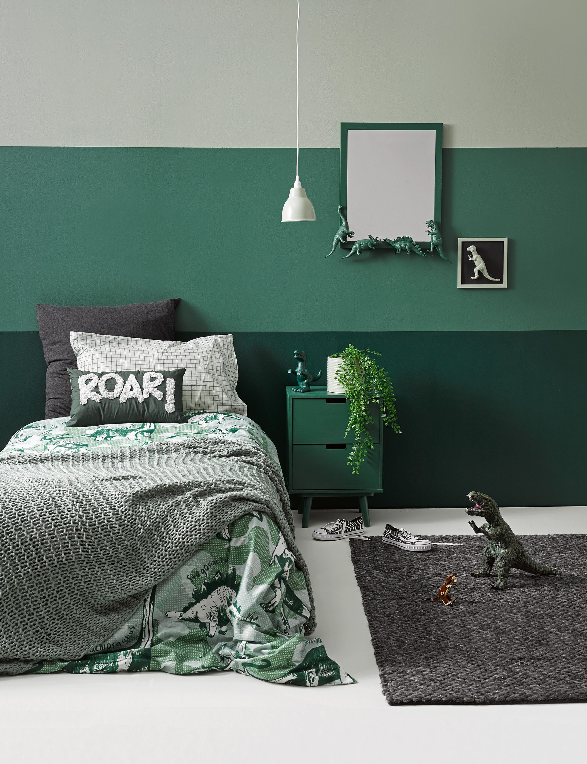 How to decorate your kid's bedroom with a DIY dinosaur theme #kidbedrooms