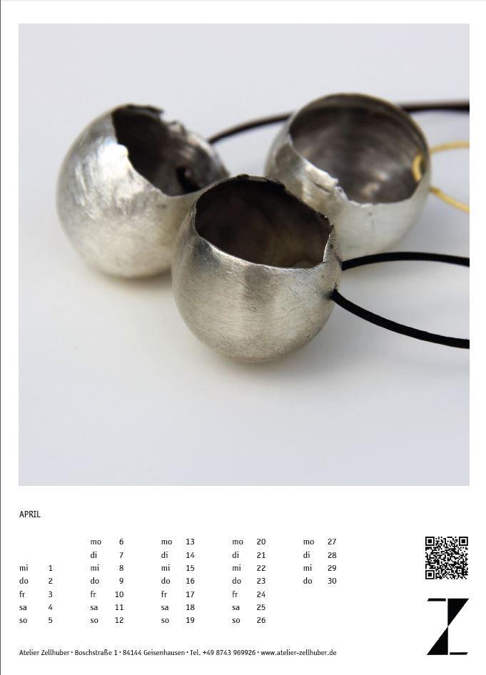 Kalenderblatt #Schmuckkalender 2015 Monat April: Ei aus Silber an Lederschnur; das Ei als #Sinnbild für die #Entstehung und das Werden neuen #Lebens. Jedes Ei ein Unikat www.atelier-zellhuber.de
