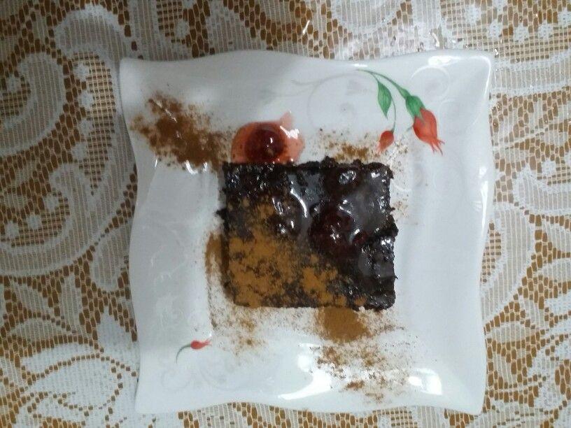 Çilekli ev yapımı ıslak kek. Afiyet olsun