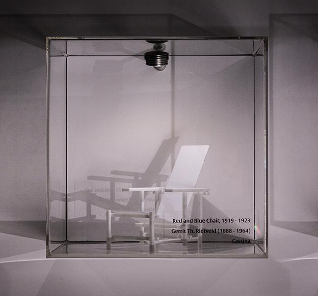 SUPERMODELS geeft een overzicht van de Nederlandse ontwerptraditie in verschillende disciplines; architectuur, interieur- en productontwerp. Iconische werken van hedendaagse product- en interieurontwerpers worden in relatie gebracht met die van vroegere voorbeelden uit de tijd van Rietveld en Berlage.