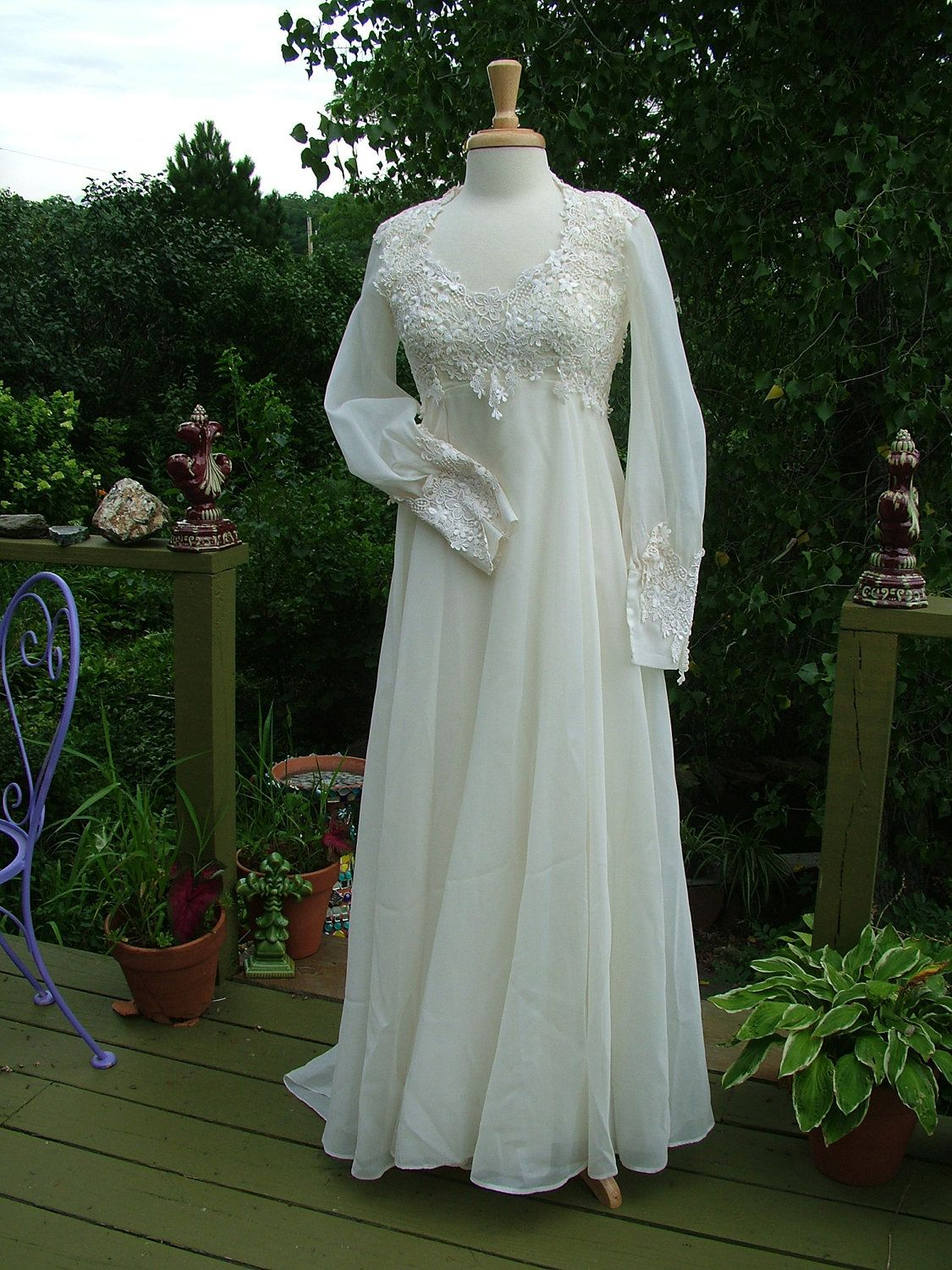 Wedding gown s vintage empire with lace appliques flowey hippie
