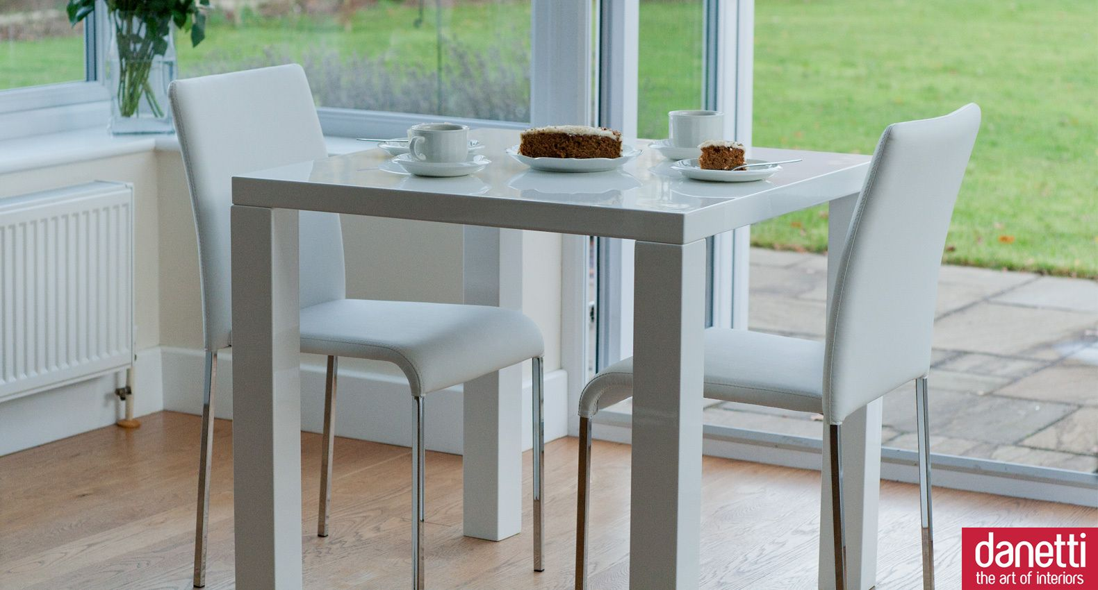 a modern white gloss kitchen dining set the square table can seat 2 to 4 - White Gloss Kitchen Table