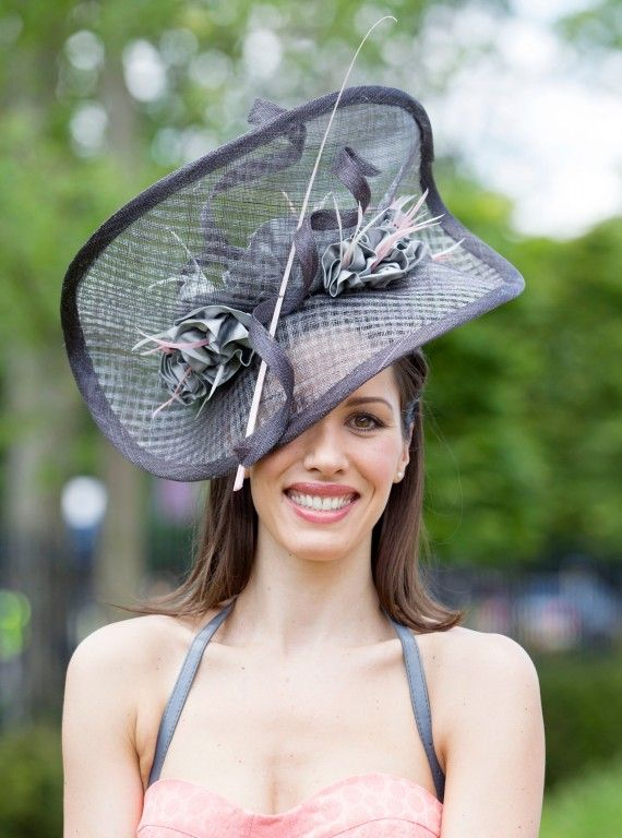 This could be a Saratoga hat...