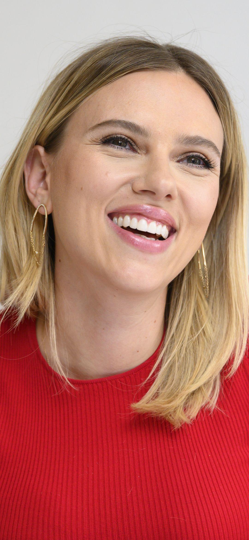 Scarlett Johansson smile face wallpaper nel 2020
