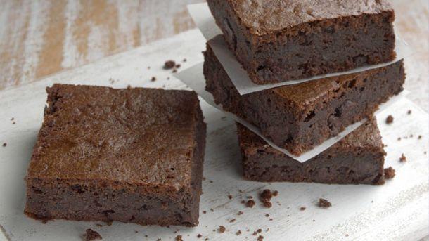 Schokoladenkuchen mit Stevia ist ein einfaches Rezept, um das Backen mit dem Zuckerersatz zu testen. (Quelle: imago/UIG)