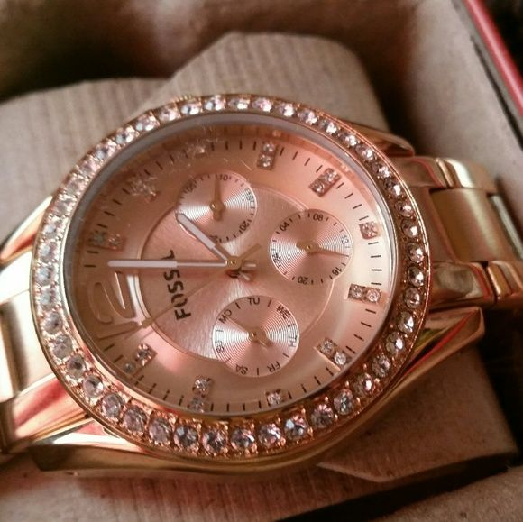 NWT BEAUTIFUL FOSSIL WATCH - Rose-gold plated stainless steel bracelet - Round case, 36mm, bezel embellished w/ crystal accents - Textured rose-gold-tone dial w/ crystal accent markers - Applied numerals at twelve o'clock, three subdials, luminous hands - Comes w tags & receipt - Water resistant to 100 meters - ELEVEN YEAR WARRANTY INCLUDED - purchased in Jan 2013, so the warranty lasts until Jan 2024  Was gifted to me and has never been worn, so price is firm!      $30 CHEAPER ON ⓂERCARI…