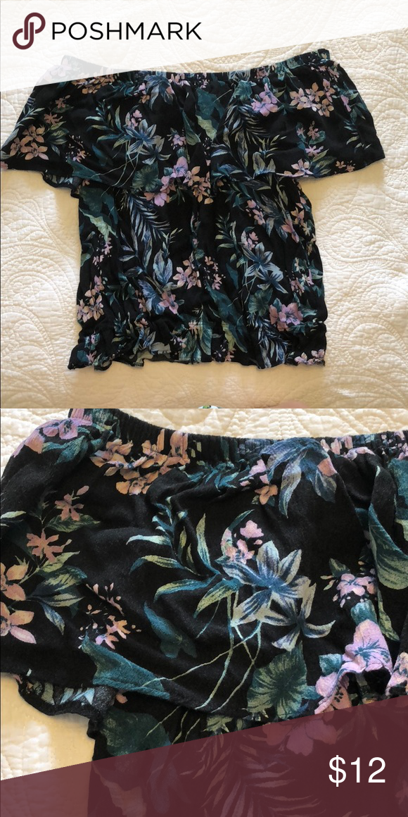 3929eeec1de9e AE Floral Off the Shoulder Top Gently worn. No holes or stains. Off the  shoulder. Elastic band at the bottom American Eagle Outfitters Tops Crop  Tops