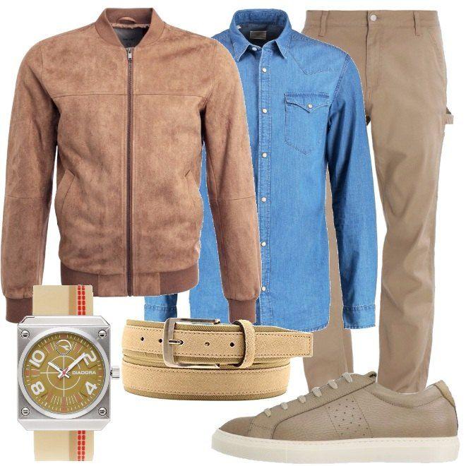 Un paio di pantaloni color sabbia, ampi, camicia di jeans in