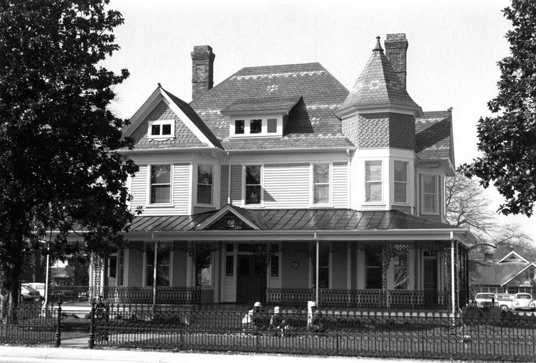 James L. Fleming House (Greenville, Pitt County) George F. Barber, architect; Barber and Kluttz, architects; C. B. West, builder Dates:	1902 Location:	Greenville, Pitt County Street Address: 302 S. Greene St., Greenville, NC
