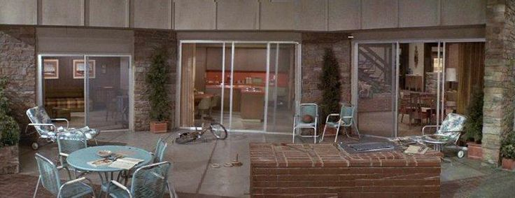 Patio/out Back Of The Bradyu0027s House ~ The Brady Bunch ~ Via 10 Greatest  Patio Sets In Television History