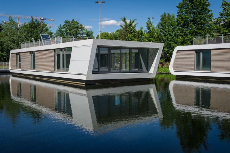 Die sieben Floating Homes D-Typen haben am Victoriakai angedockt ...