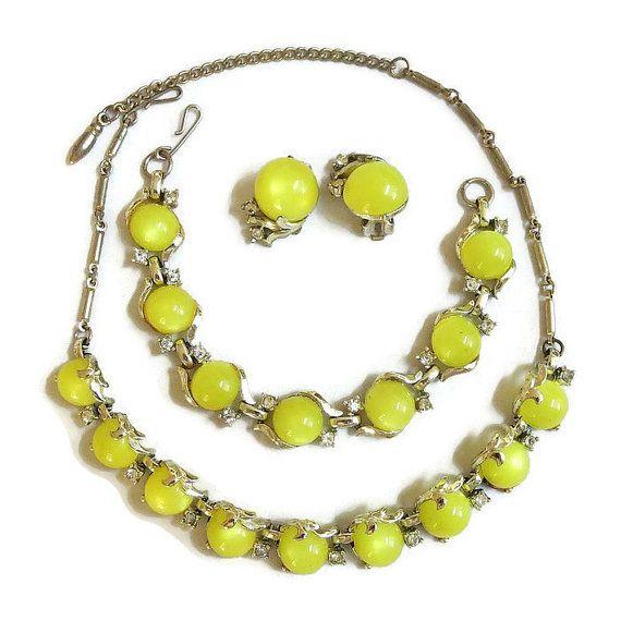 and light yellow rhinstones  necklace Beautiful Coro yellow gold tone dark