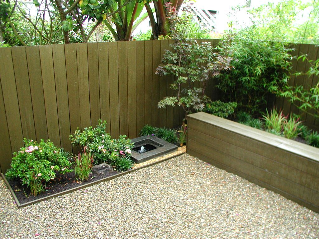 Tips on build small backyard landscaping ideas for Front garden fence designs